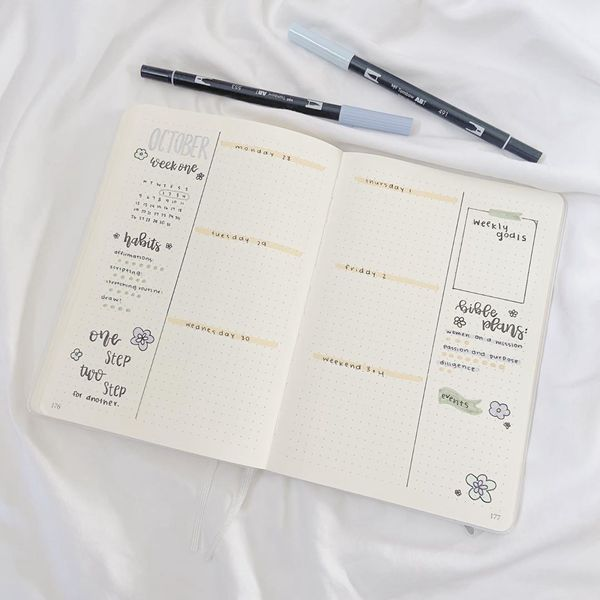 Monochrome Weekly Spread - Bullet Journal Weekly Spreads Ideas for October